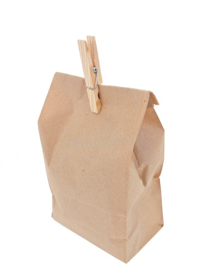 Vecchio-fashied sacchetto del pranzo con il pin di vestiti di legno 2 immagine stock