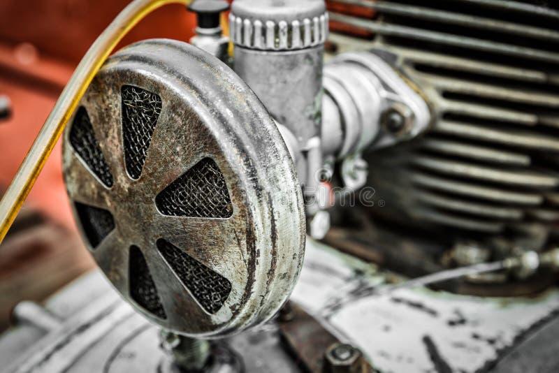 Vecchio filtro dell'aria consumato fotografia stock libera da diritti