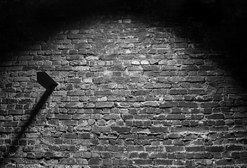 Vecchio fondo in bianco e nero di buio del muro di mattoni di lerciume fotografia stock libera da diritti