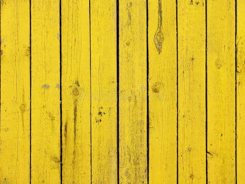 Vecchio fondo di legno di struttura della plancia colorato giallo immagine stock
