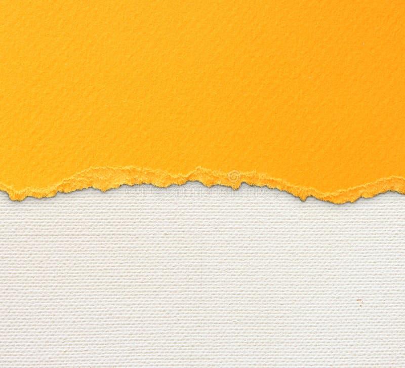 Vecchio fondo di struttura della tela con il modello delicato delle bande e la carta lacerata d'annata arancio fotografia stock