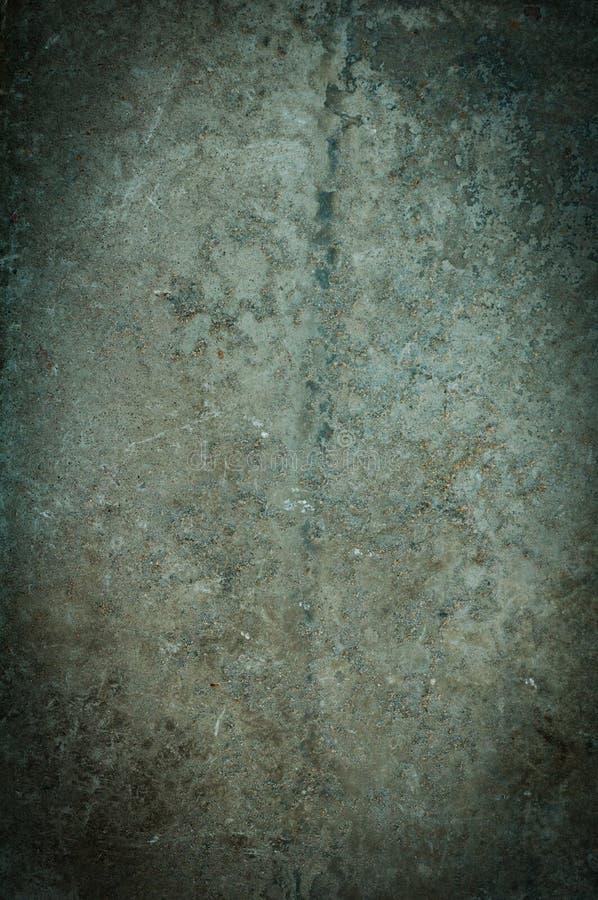 Vecchio, fondo grigio avariato misero del muro di cemento fotografie stock libere da diritti