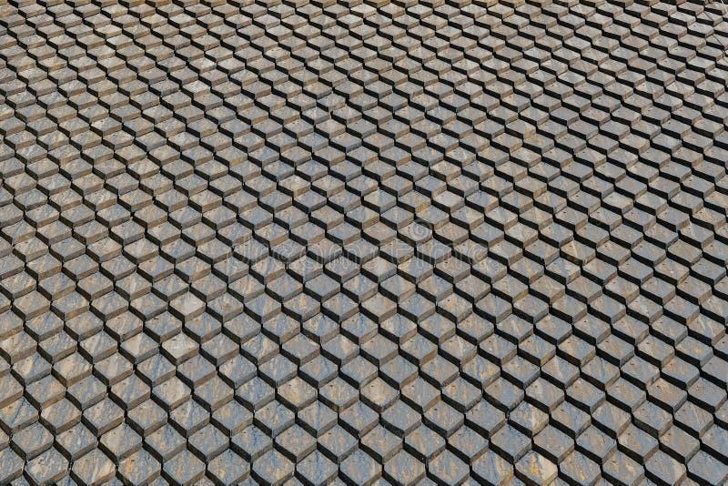 Vecchio fondo grigio del tetto fatto delle mattonelle quadrate incatramate fotografia stock