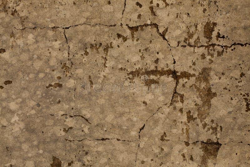 Vecchio fondo incrinato marrone chiazzato della parete di pietra immagine stock
