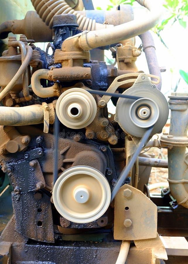 Vecchio funzionamento della pompa idraulica immagini stock libere da diritti