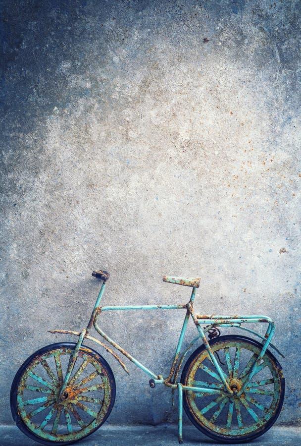 Vecchio giocattolo della bicicletta immagini stock libere da diritti