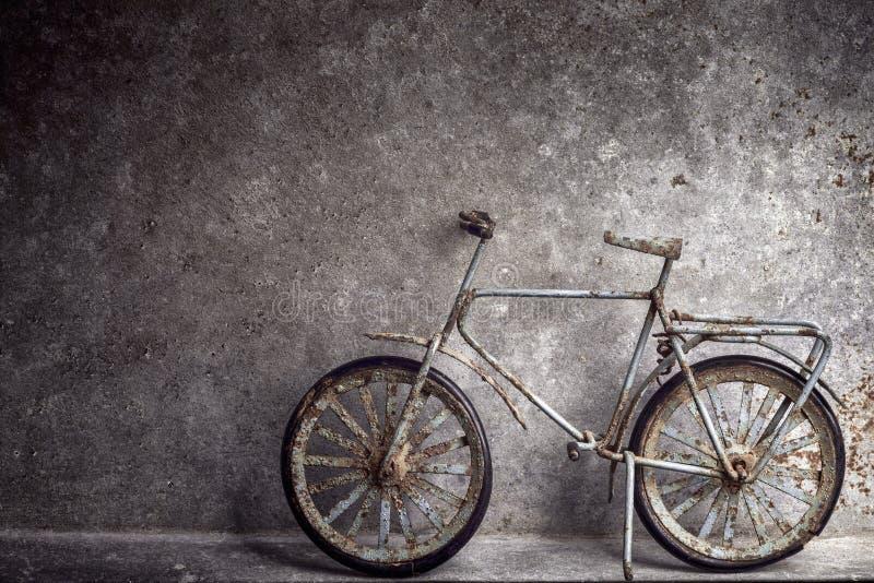Vecchio giocattolo della bicicletta fotografia stock