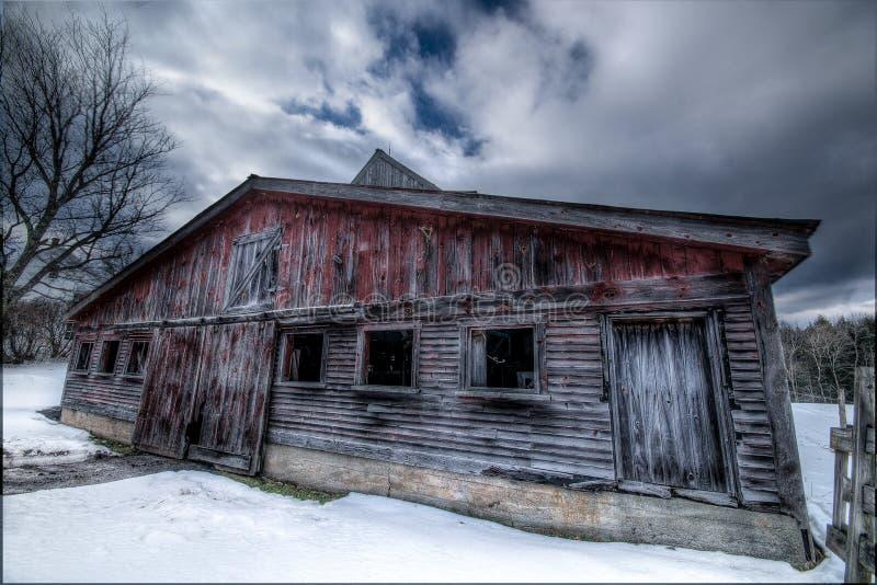 Vecchio granaio rosso fotografia stock libera da diritti