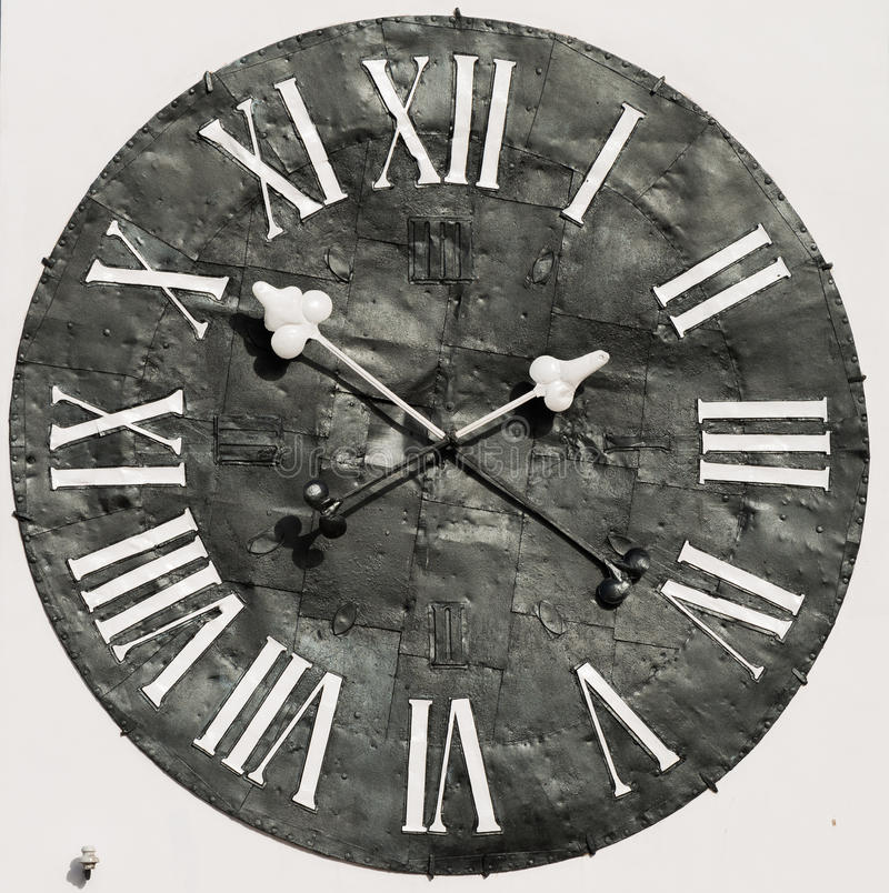 Vecchio grande orologio arrugginito della via fotografia stock
