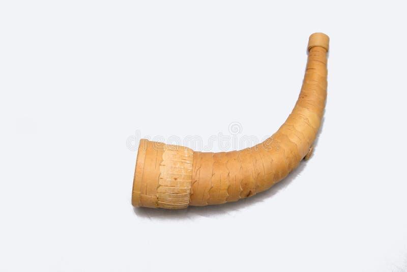 Vecchio Horn russo della corteccia di betulla Corno da caccia fatto dalla corteccia di betulla - imita il suono di un alce Caccia fotografie stock