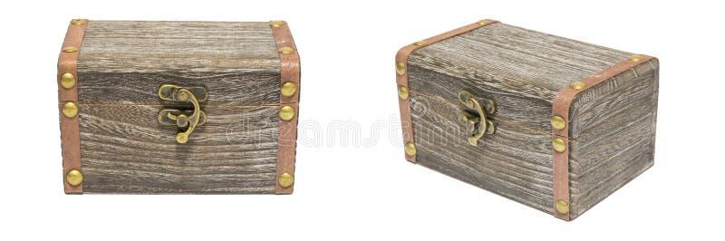 Vecchio isolamento chiuso d'annata del petto della cassa del bosso su bianco, regalo immagini stock