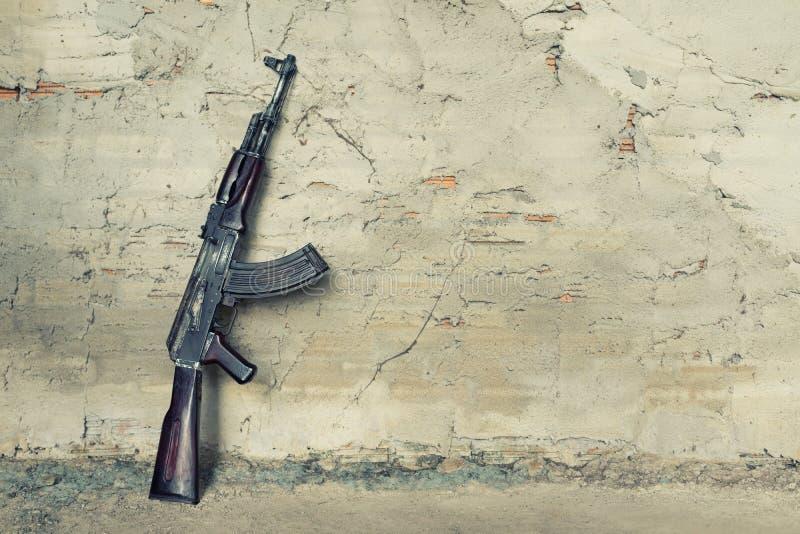 Vecchio Kalashnikov AK-47 della mitragliatrice leggera fotografia stock
