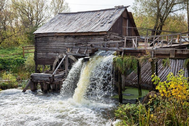 Vecchio laminatoio di acqua fotografia stock