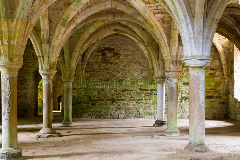 Vecchio lavoro in pietra dell'abbazia fotografia stock libera da diritti