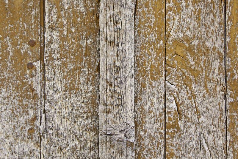 Vecchio legno dipinto scheggiato ed abbandonato immagini stock