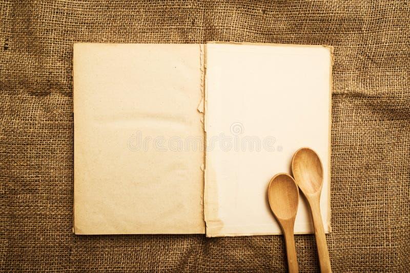 Vecchio libro aperto di ricetta immagine stock
