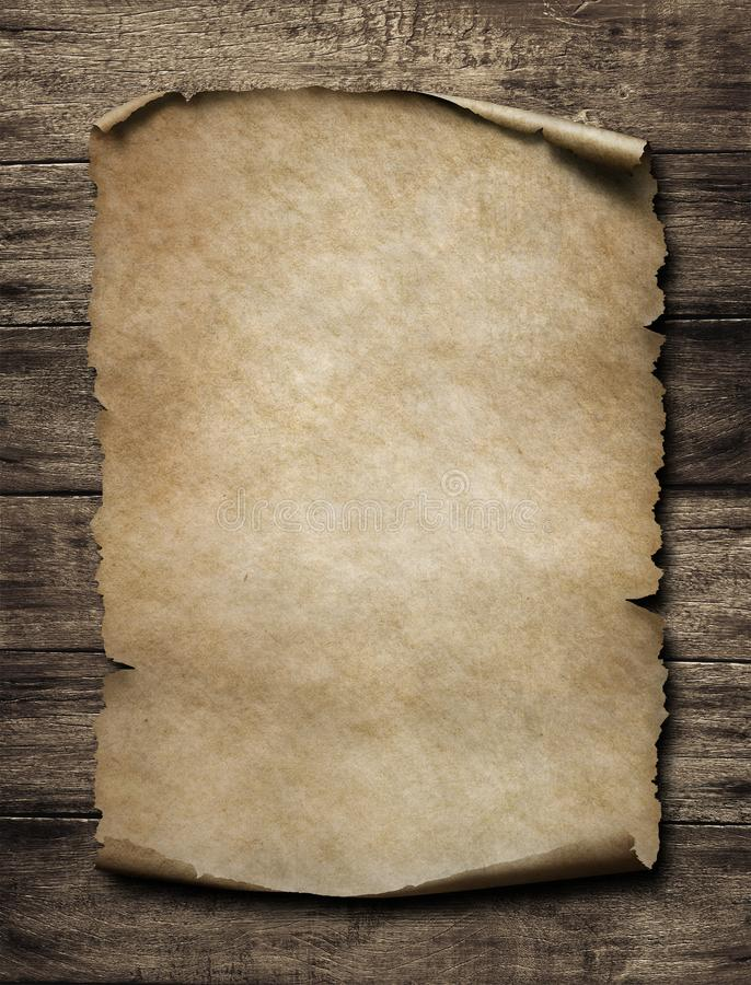 Vecchio manifesto di carta sulla parete d'annata di legno fotografia stock