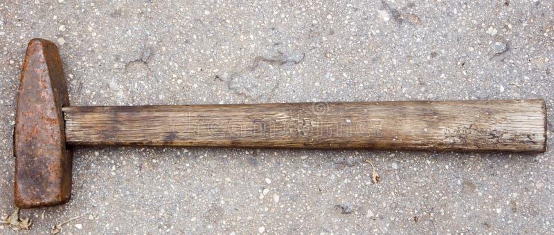 Vecchio martello sovietico arrugginito immagine stock