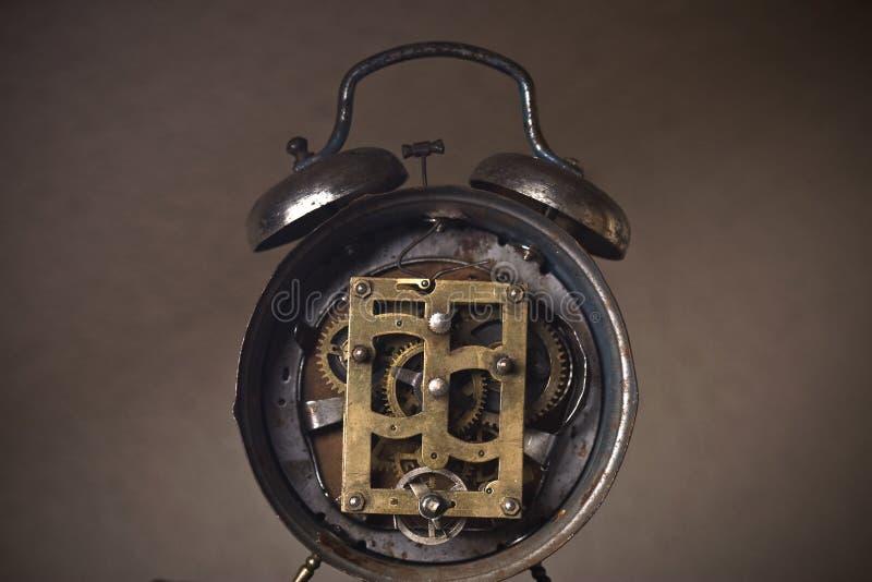 Vecchio meccanismo esposto dell'orologio fotografia stock libera da diritti