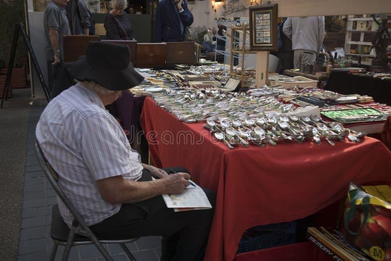 Vecchio mercato coperto di Spitalfields nei villaggi della torre con la gente non identificata fotografie stock libere da diritti