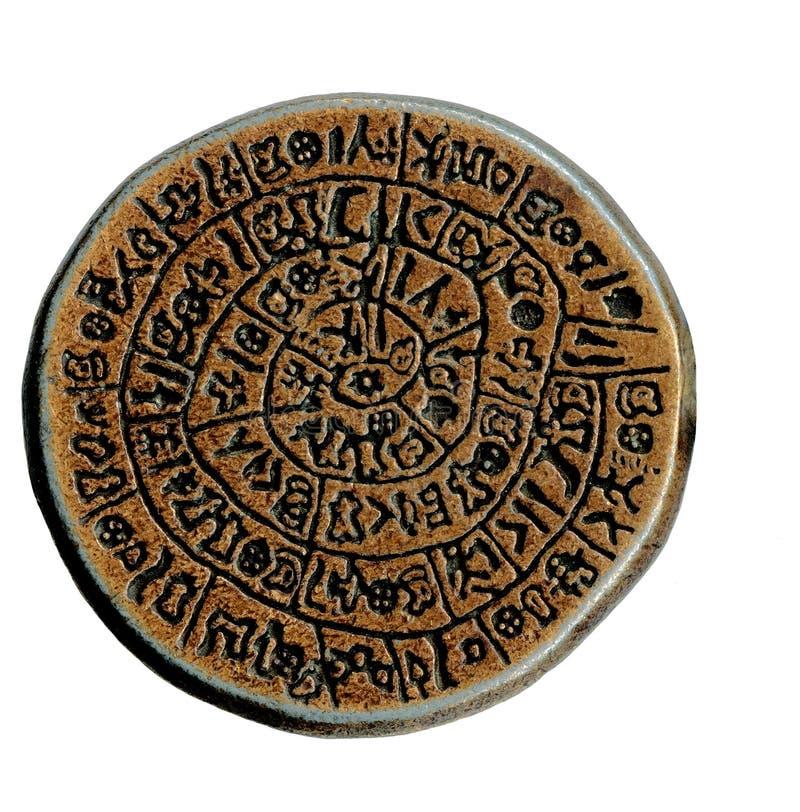 Vecchio metallo del coinfrom antico su bianco fotografie stock libere da diritti