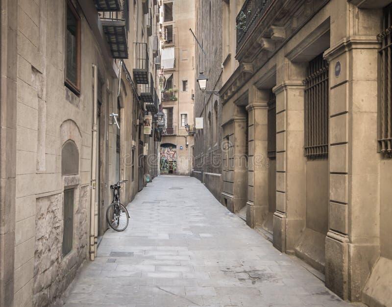 Vecchio modo del vicolo della città immagini stock libere da diritti