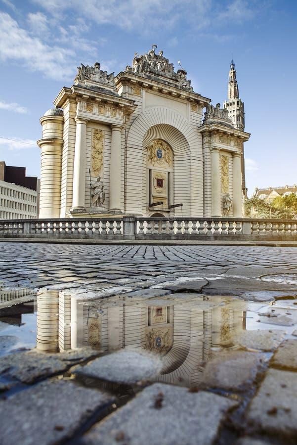 Vecchio monumento di Porte de Parigi della città di Lille fotografia stock