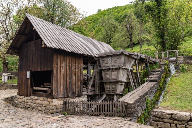 Vecchio mulino a acqua nel complesso etnografico architettonico ?Etar ? bulgaria fotografie stock