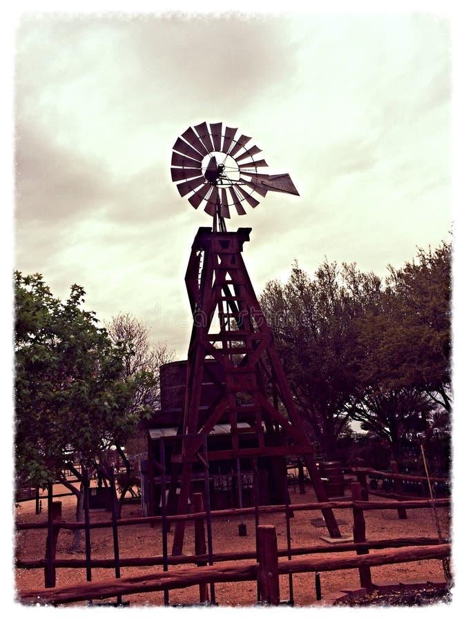 Vecchio mulino di vento immagini stock