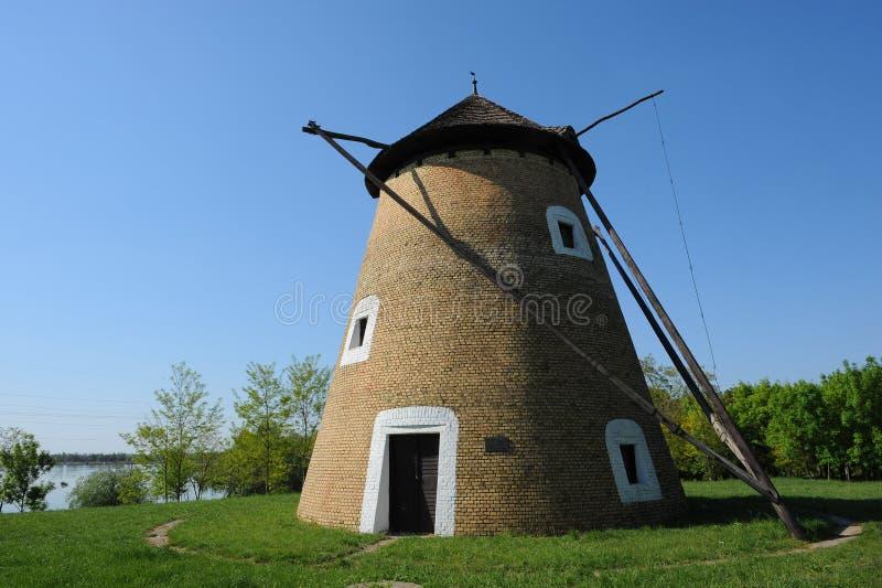 Vecchio mulino a vento - fotografie stock libere da diritti