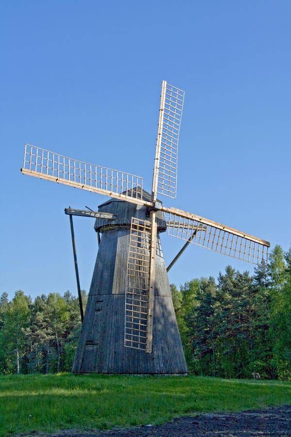 Vecchio mulino a vento immagine stock