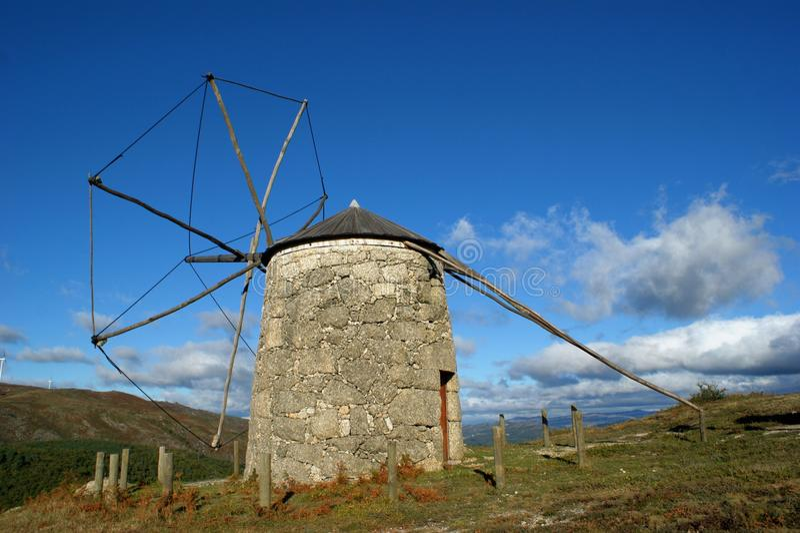 Vecchio mulino a vento di Aboim a Fafe immagine stock libera da diritti