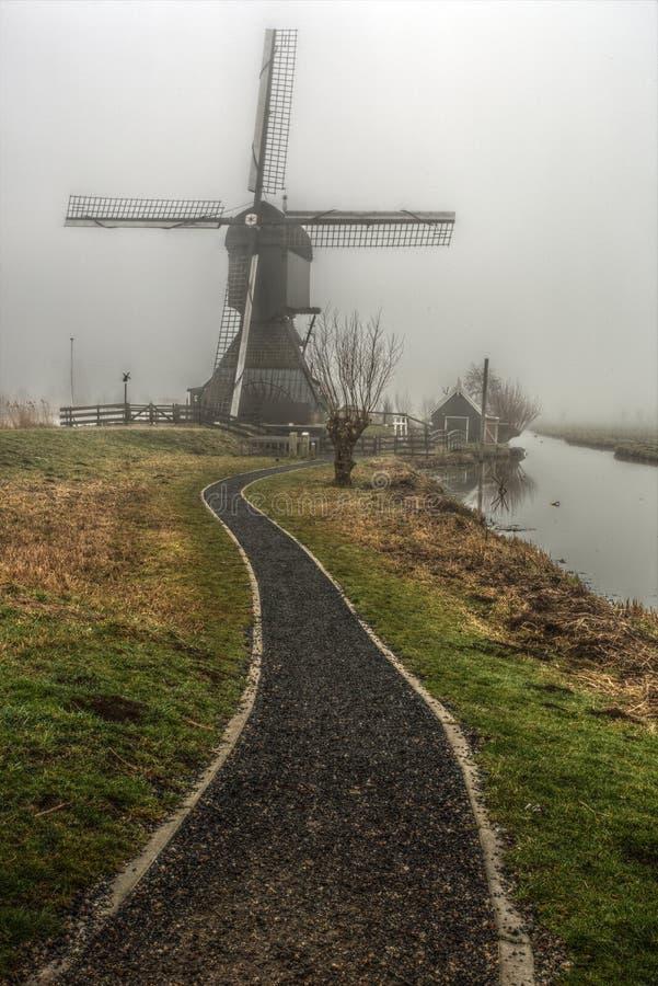 Vecchio mulino a vento in Kinderdijk, Paesi Bassi immagini stock libere da diritti