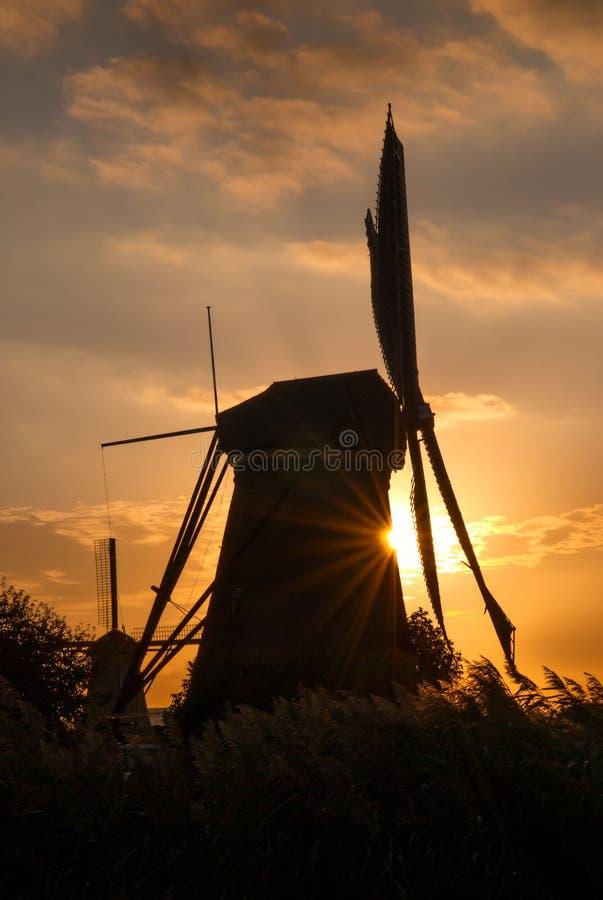 Vecchio mulino a vento in Kinderdijk, Paesi Bassi fotografie stock libere da diritti