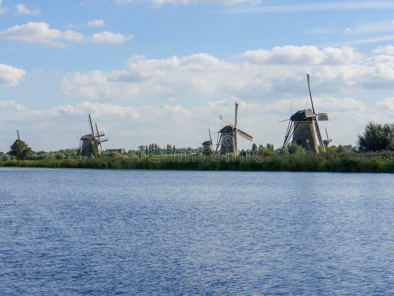 Vecchio mulino a vento olandese in bello colpo immagini stock