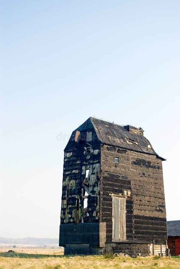 Vecchio mulino a vento senza ali fotografie stock libere da diritti