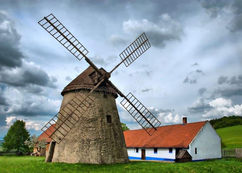 Vecchio mulino a vento tradizionale fotografia stock libera da diritti