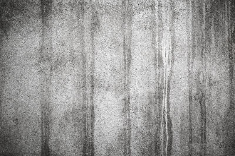 Vecchio muro di cemento con le macchie bagnate scure fotografie stock libere da diritti