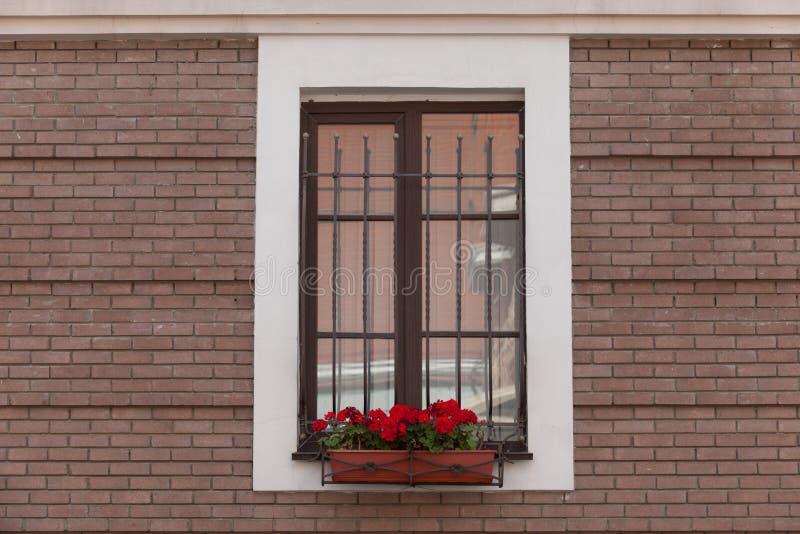 Vecchio muro di mattoni con la finestra riempita mattone immagini stock libere da diritti