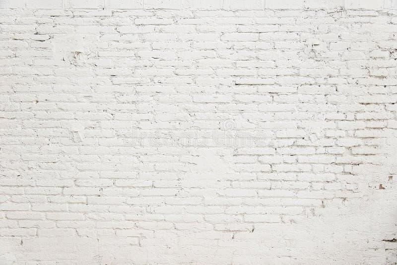 Vecchio muro di mattoni con struttura bianca del fondo della pittura fotografia stock libera da diritti