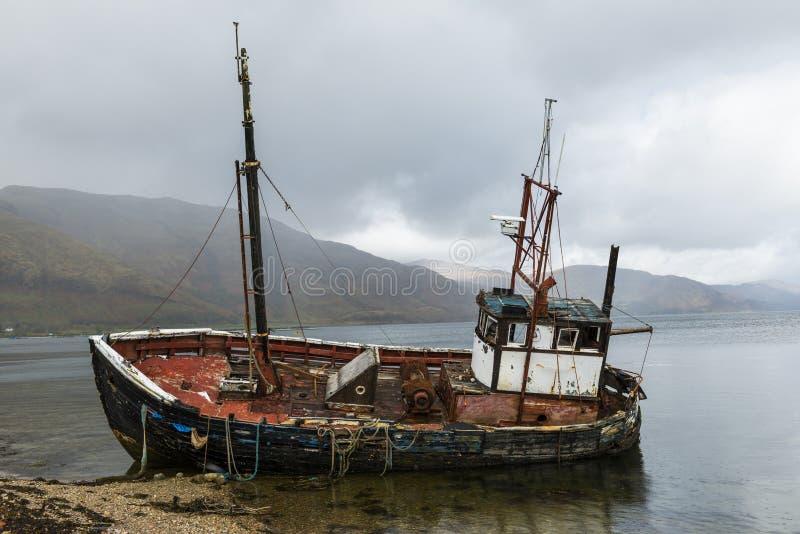 Vecchio naufragio della barca immagini stock libere da diritti