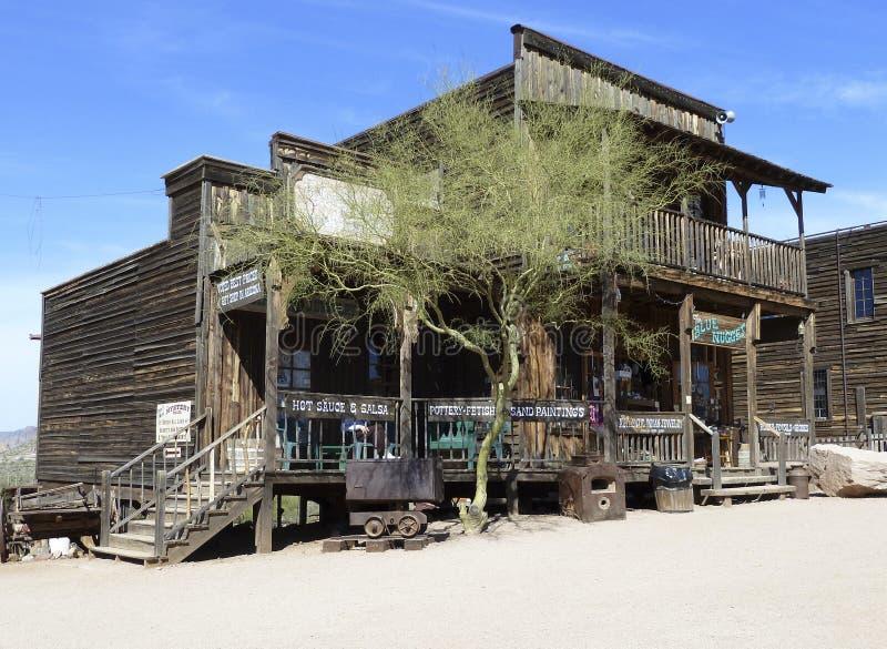 Vecchio negozio nella città fantasma di zona aurifera fotografia stock libera da diritti