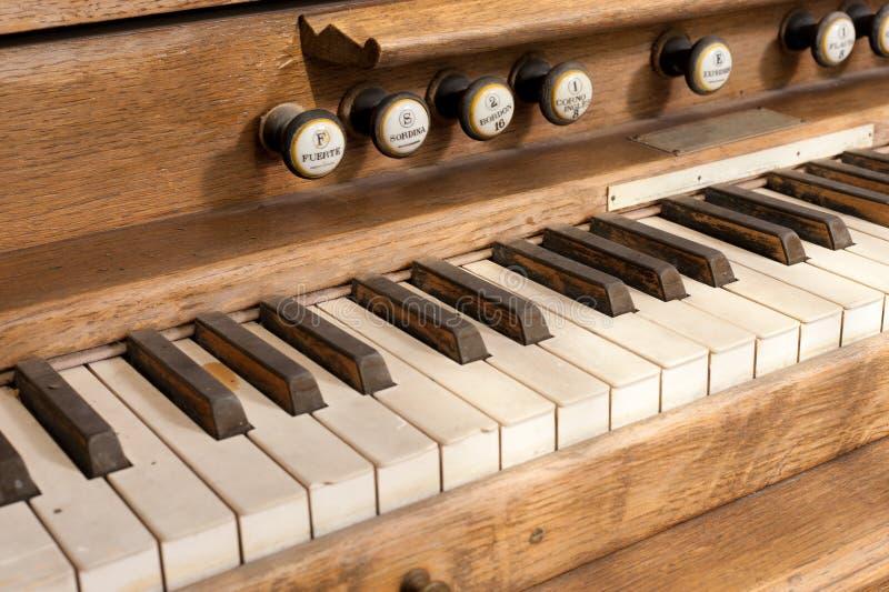 Vecchio organo immagini stock