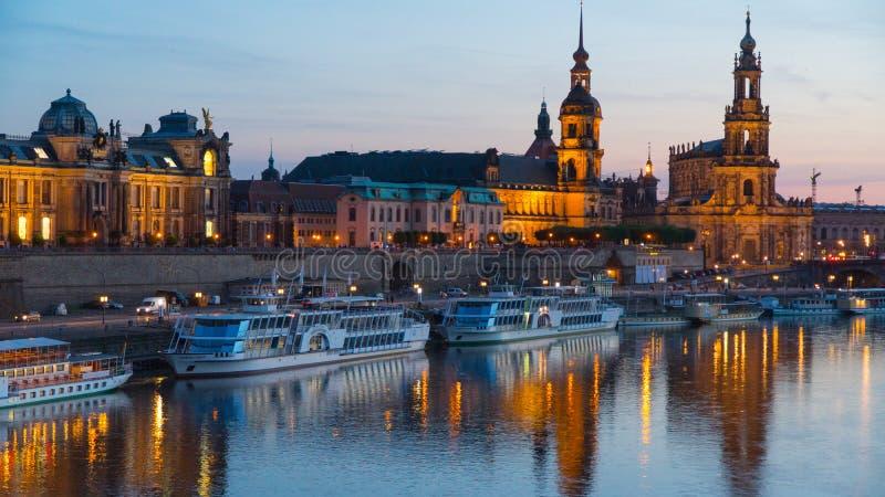 Vecchio orizzonte della città di Dresda Germania sul fiume Elbe immagini stock
