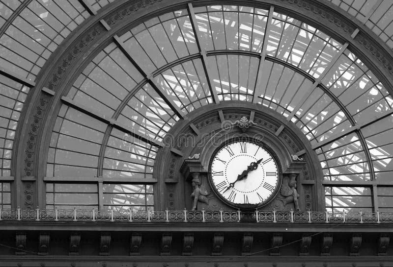 Vecchio orologio della stazione ferroviaria fotografia stock