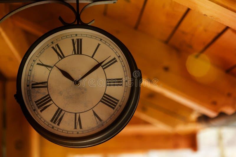 Vecchio orologio della stazione ferroviaria fotografia stock libera da diritti