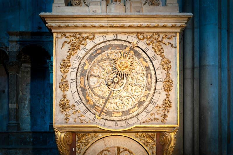 Vecchio orologio dorato a Lione, Francia. fotografia stock