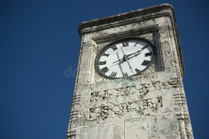 Vecchio orologio esterno fotografia stock libera da diritti