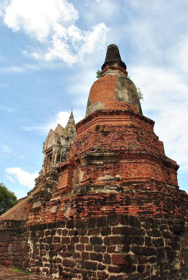 Vecchio pagoda su cielo blu immagine stock libera da diritti