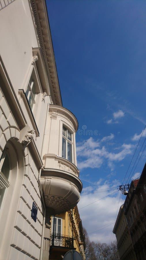Vecchio palazzo su Zagabria fotografia stock